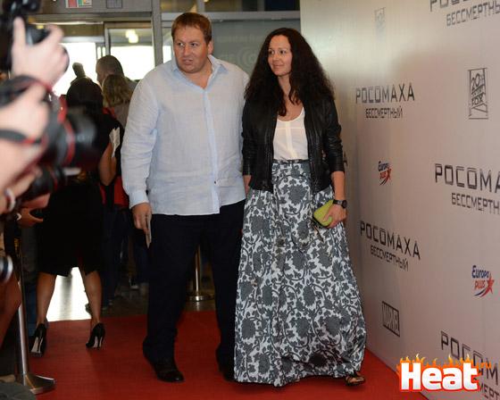 Стас Дужников впервые после свадьбы появился в обществе с новой женой