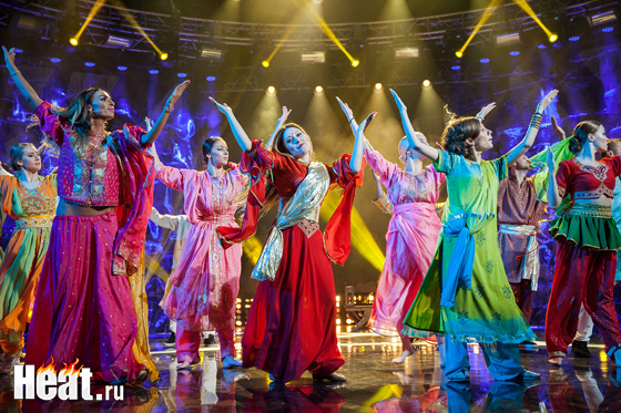 Comedy Woman исполнило индийский танец