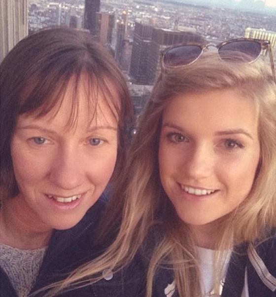 Люси Клоуд посетила Нью-Йорк вместе с мамой