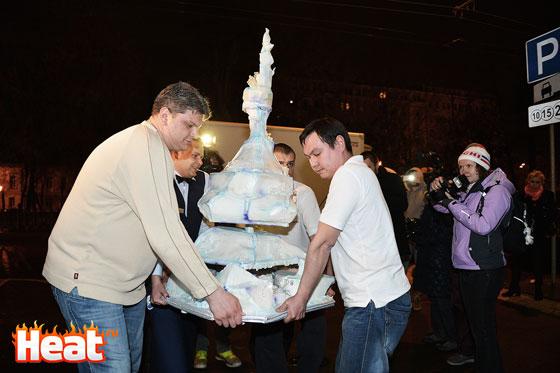 Автором торта для именинницы стал кулинар Александр Селезнев