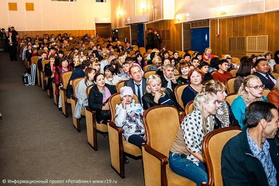 Зал на концерте Анастасии Волочковой в городе Абакане