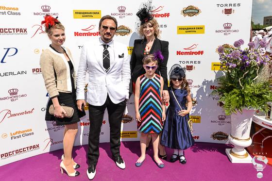 Певец Стас Михайлов с семьей