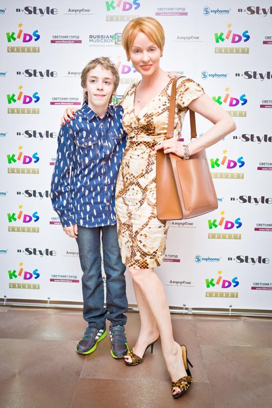 Жанна Эппле с сыном Ефимом