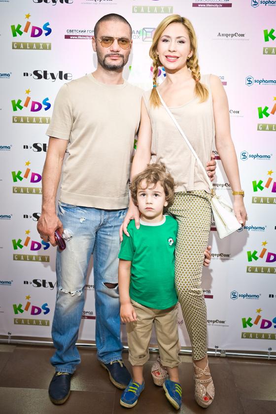 Анастасия Гребенкина с мужем и сыном Иваном