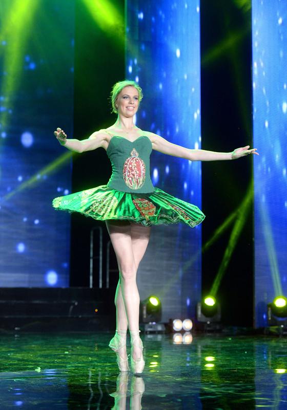 "Ирина Алексеева исполняет танец на конкурсе ""Мисс Москва"""