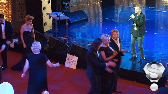 Вместо «Заздравной» из «Травиаты» в зале Латвийской Национальной Оперы то и дело звучали хиты Леонида Агутина – «Хоп Хей-Лала-Лей» и «Аэропорты»