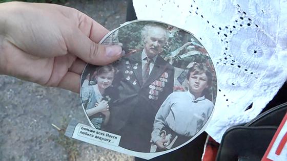 Анастасия с дедушкой и братом