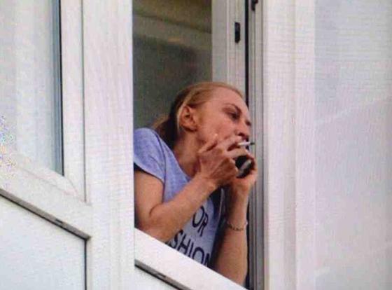 После возвращения Александра, Татьяна редко выходит из дома, проводя все время с любимым мужчиной