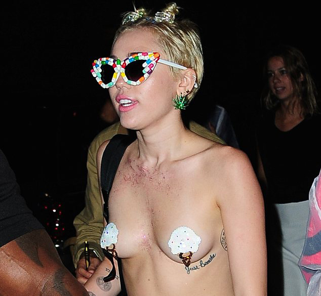 miley-cyrus-new-scandalous-bikini-pics-hot-ass-free