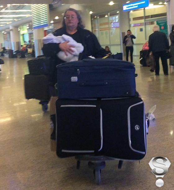 Александр Градский бережно держал новорожденного сына