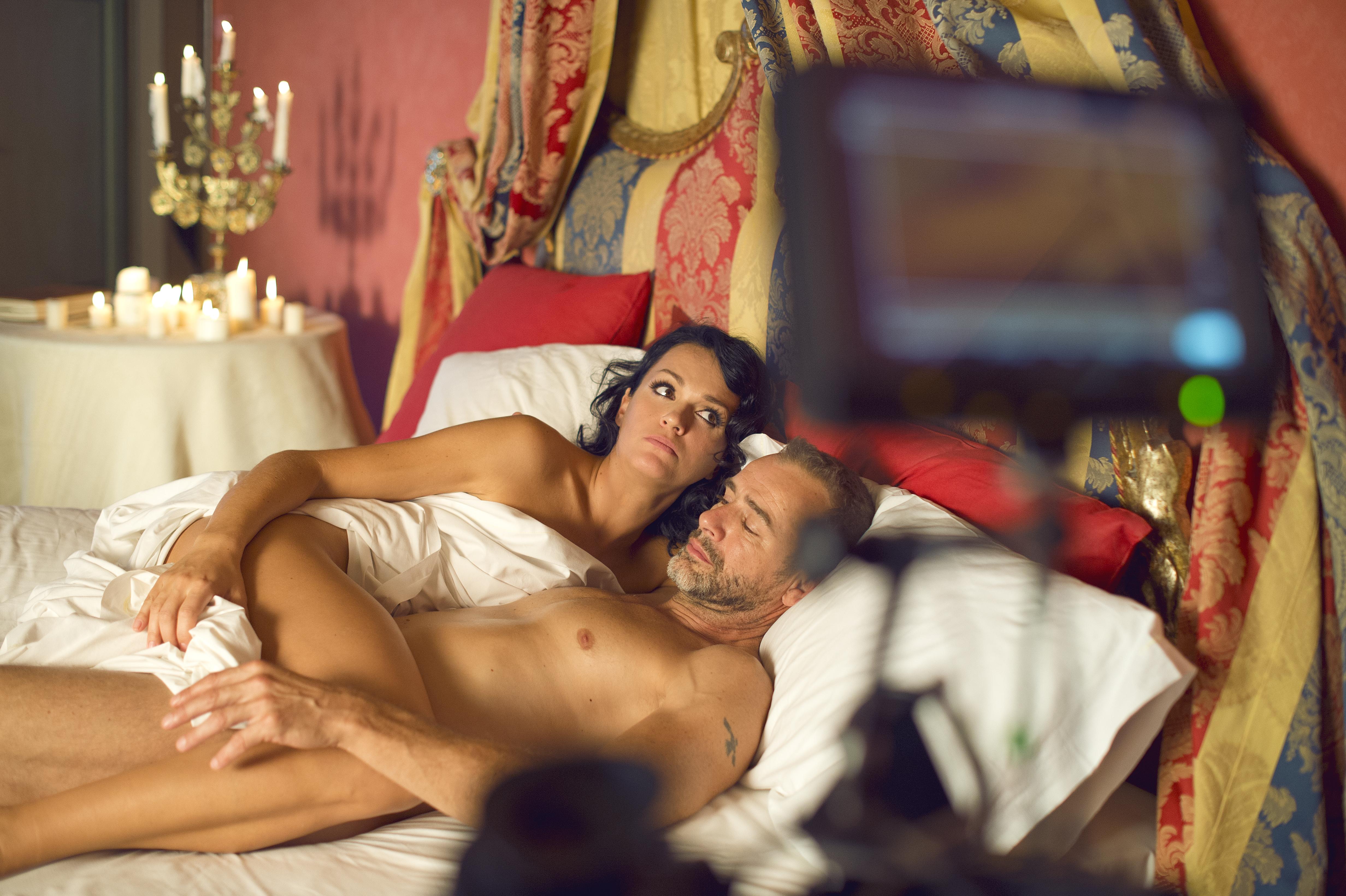 eroticheskoe-video-s-pevitsey-slavoy