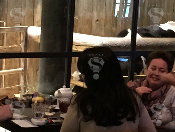 Жанна Фриске в одном из московских ресторанов