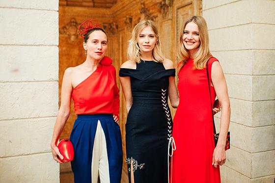 Дизайнер Ольга Томпсон, модель Елена Перминова и Наталья Водянова («Обнаженные сердца»)