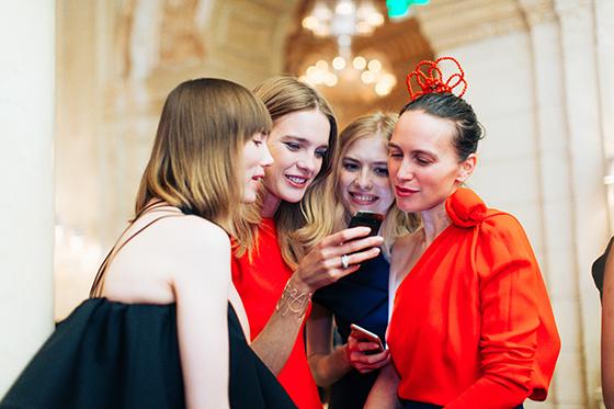 Анна Зюрова (Tatler), Наталья Водянова («Обнаженные сердца»), модель Елена Перминова и дизайнер Ольга Томпсон