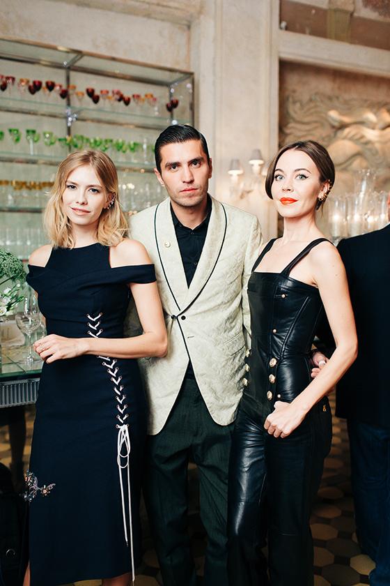 Модель Елена Перминова, Фрол Буримский (Ulyana Sergeenko) и дизайнер Ульяна Сергеенко