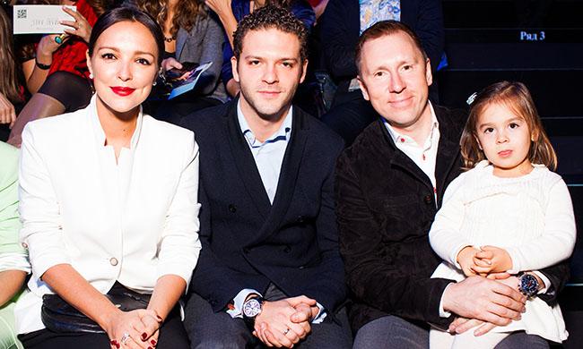 Алина и Константин Крюкровы с бизнесменом Алексеем Прохоровым и его дочерью Аделиной
