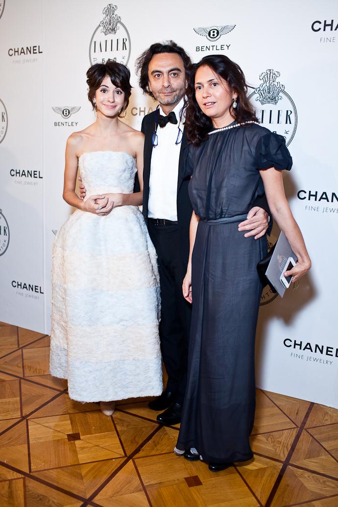 В многолетнем браке с актрисой Линой Эспли режиссер воспитывает дочь Софию и сына