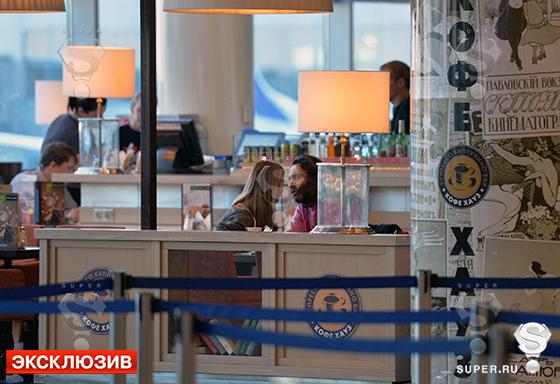 SUPER стал свидетелем тайного романа, встретив Светлану Иванову и Джаника Файзиева в аэропорту Домодедово
