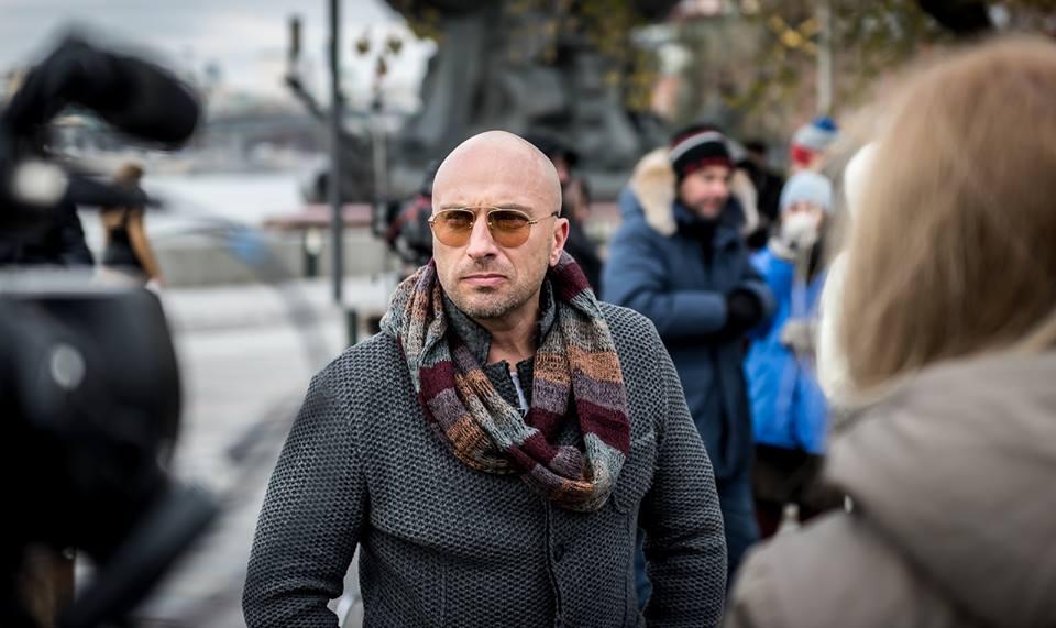 Актер Дмитрий Нагиев на съемках фильма «Одной левой»