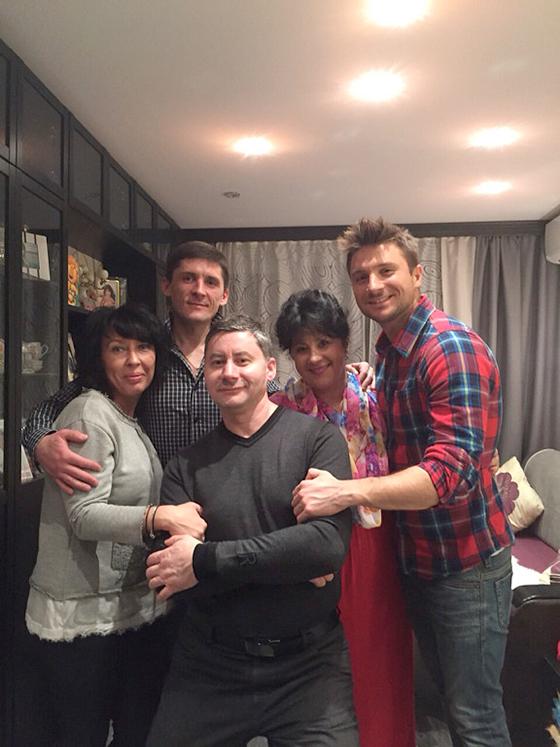 Братья Лазаревы с мамой Валентиной Викторовной и дядей — Сергеем Викторовичем
