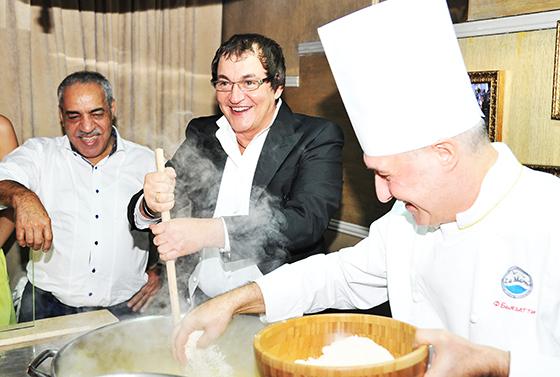 Юбиляр Дмитрий Дибров приготовил для своих гостей ризотто с морепродуктами