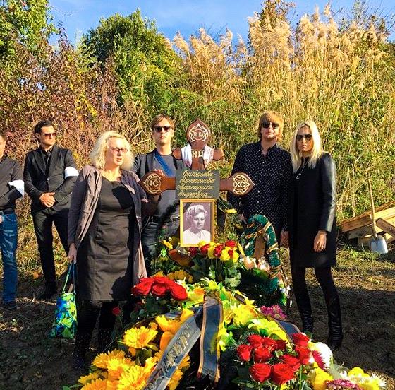Любимую маму певец похоронил на одном из столичных кладбищ