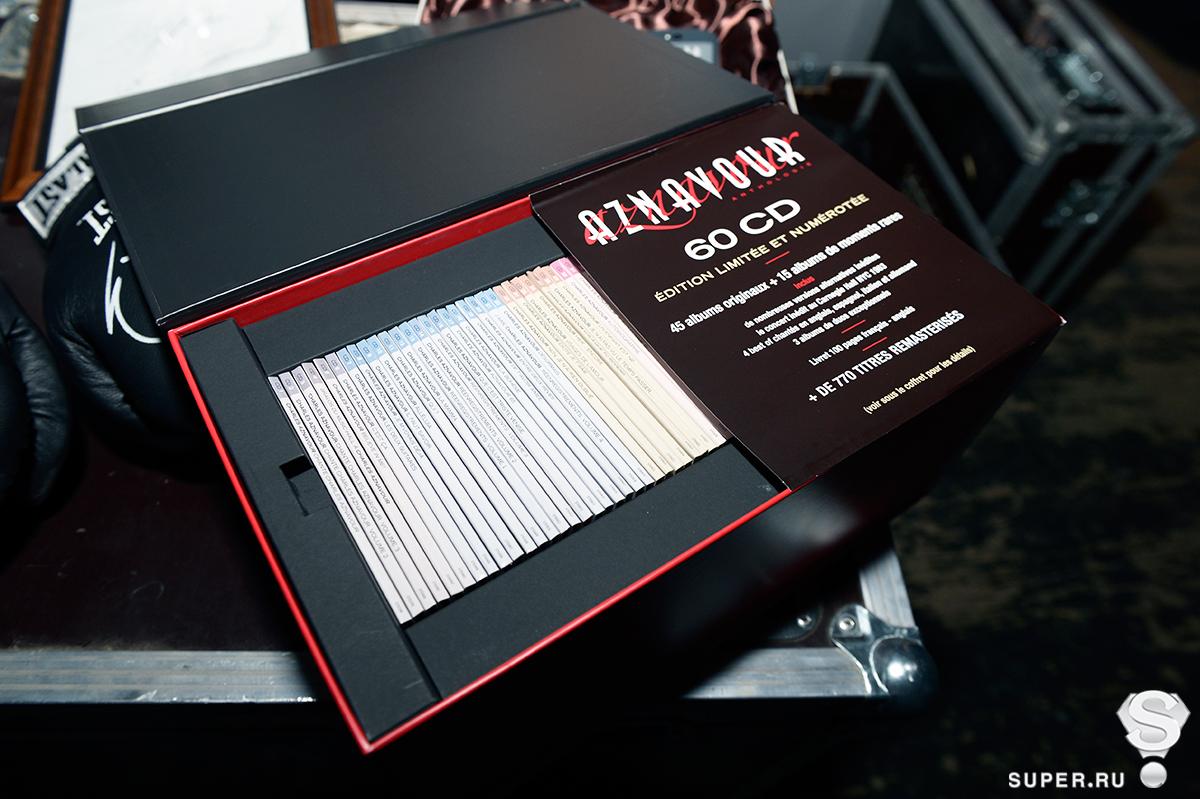 Один из лотов – Эксклюзивный подарочный набор CD дисков Шарля Азнавура