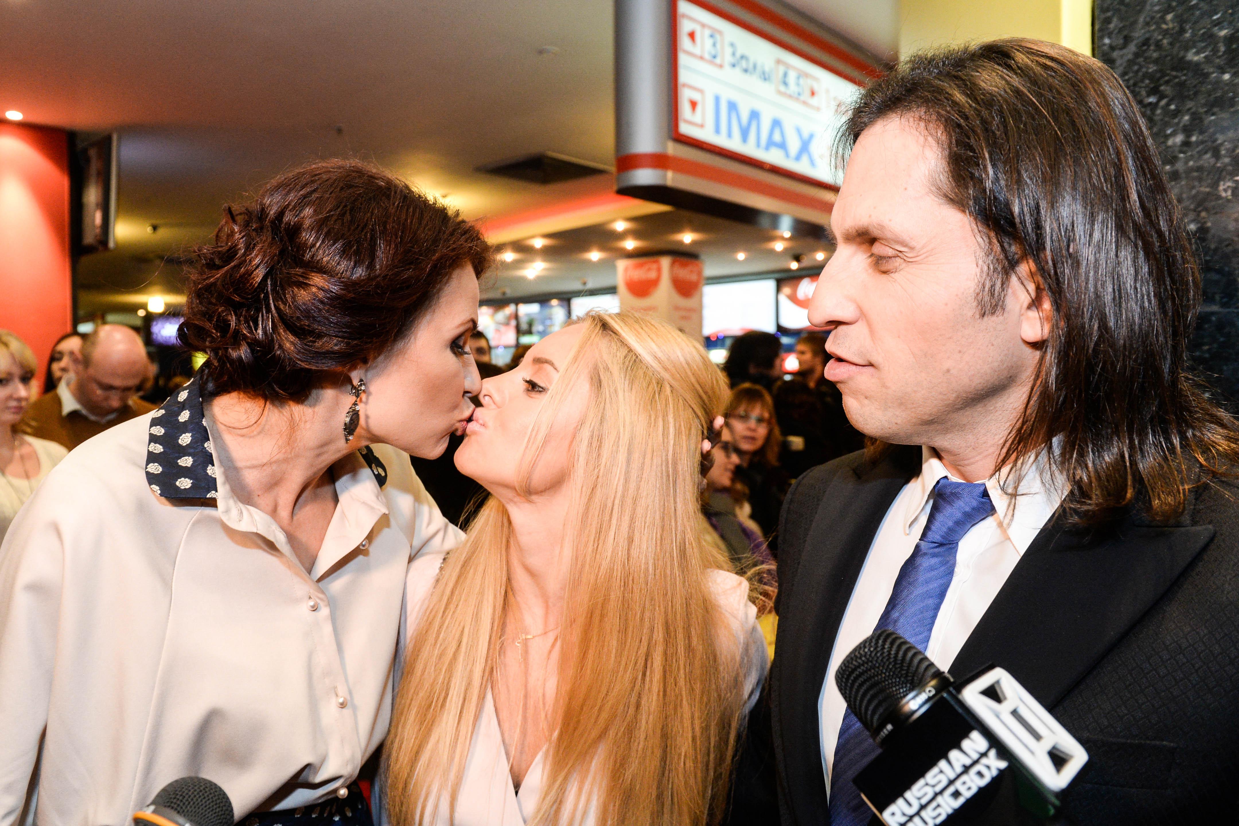 Эвелина Бледанс и Александр Ревва с супругой