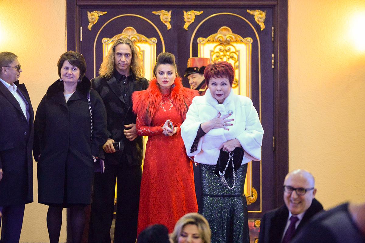 Наталья Королева с мужем Тарзаном и мамой Людмилой Порывай