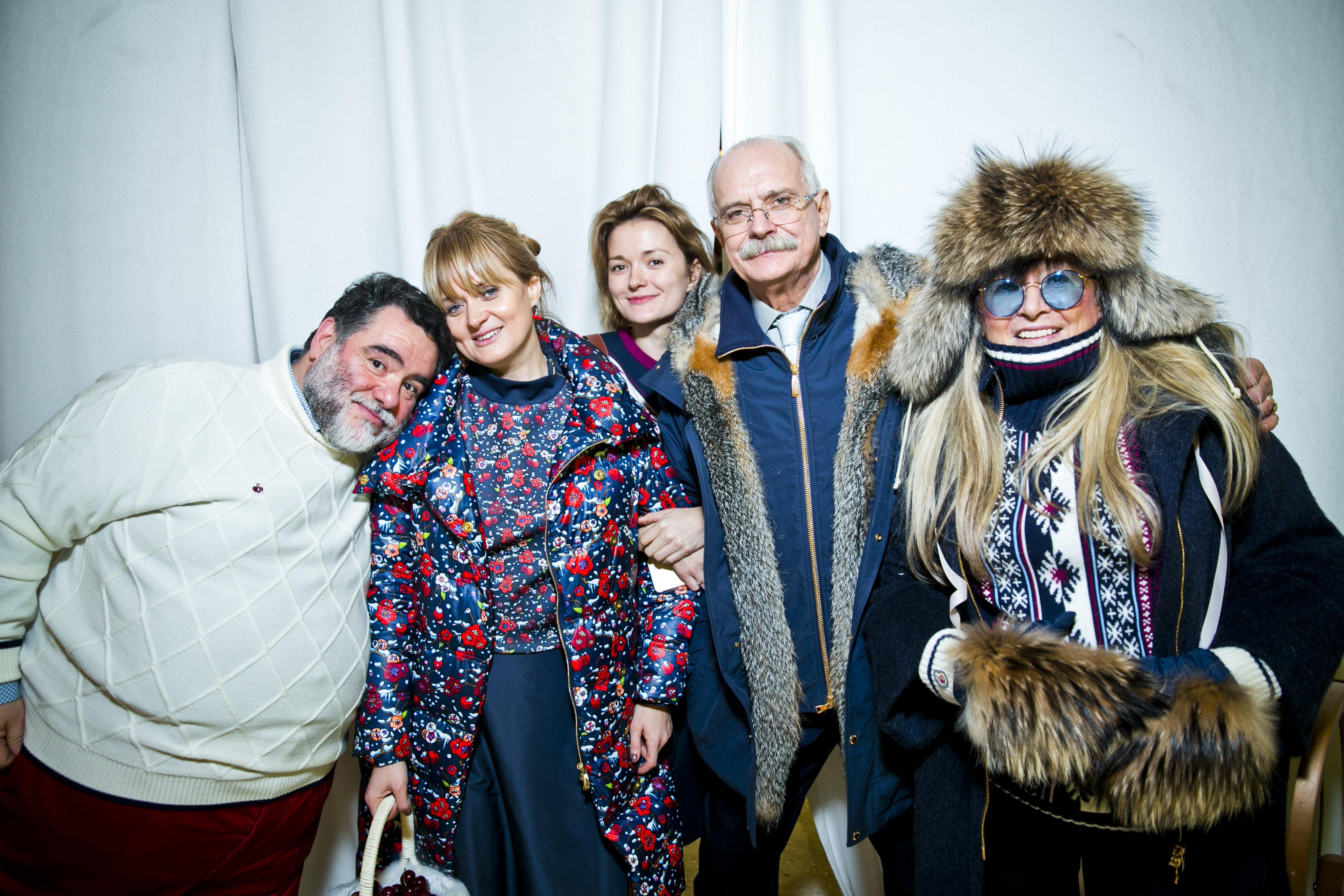 Михаил Куснирович (Bosco), актрисы  Анна и Надежда Михалковы, режиссер Никита с супругой Татьяной Михалковой
