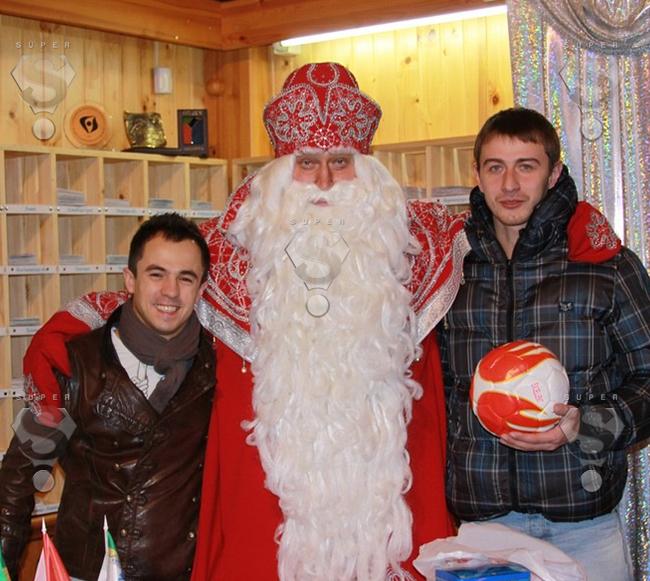 Российский Дед Мороз с гостями резиденции