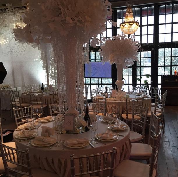 Убранство зала было выполнено в «зимнем» стиле