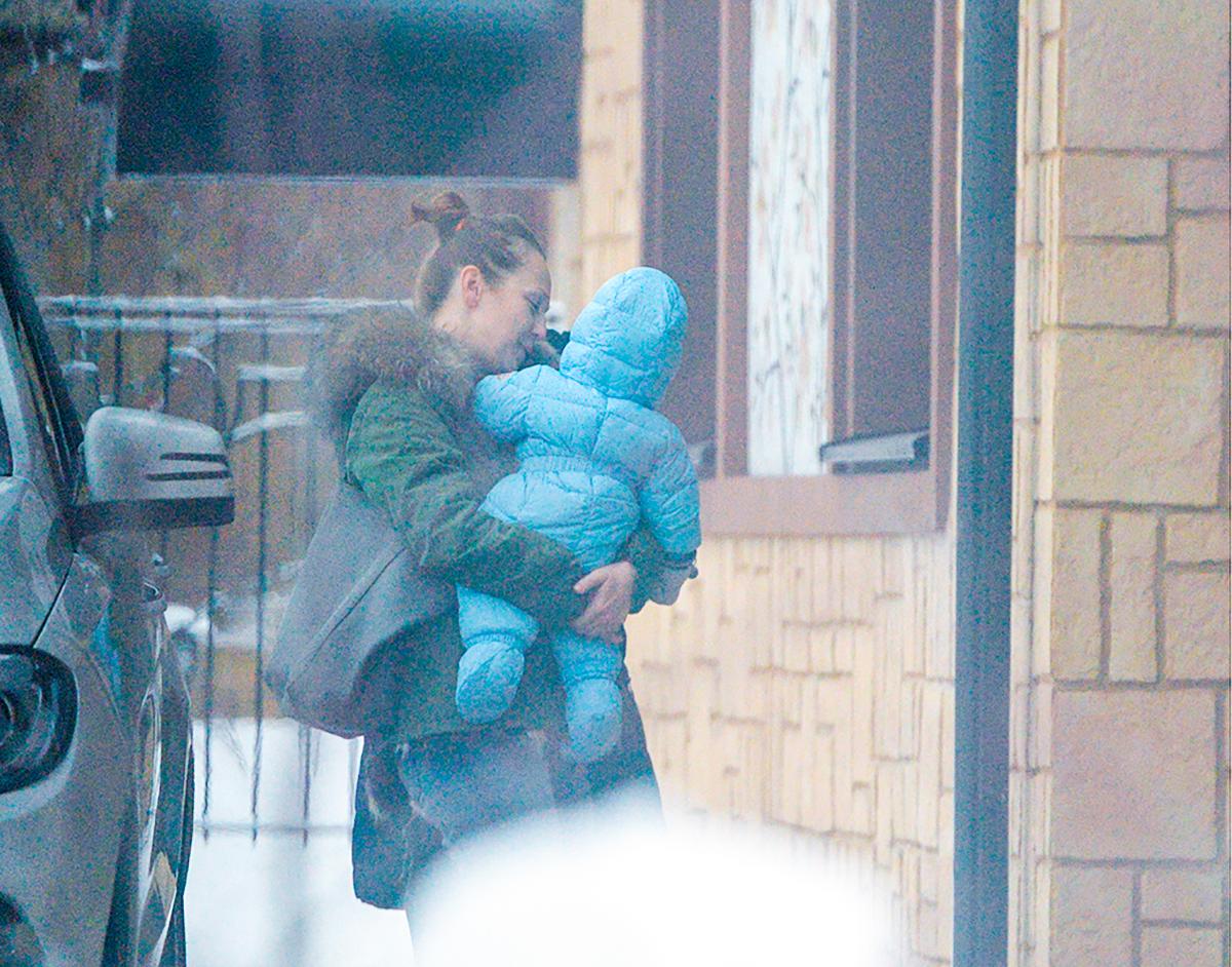 Альбина Джанабаева с сыном Лукой