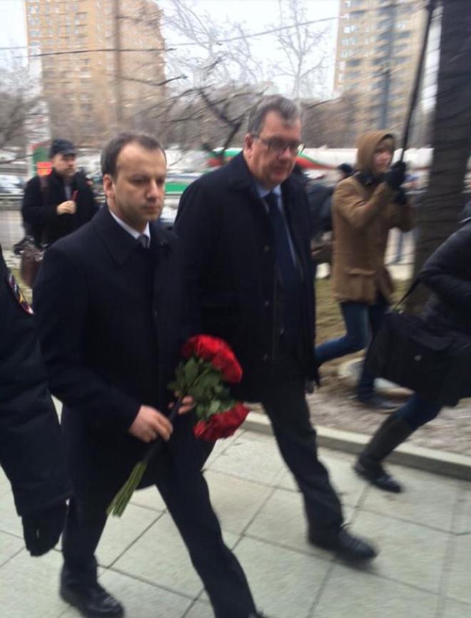 Вице-премьер Аркадий Дворкович (слева)