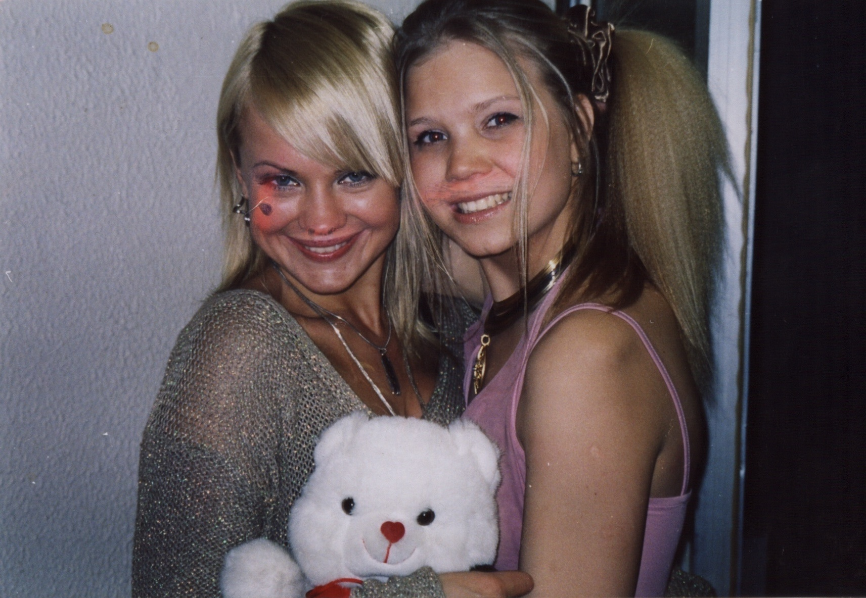 Алла Михеева (справа) и солистка группы «Тутси» Ирина Ортман