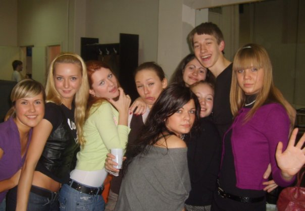 Алла Михеева (крайняя справа) с однокурсниками