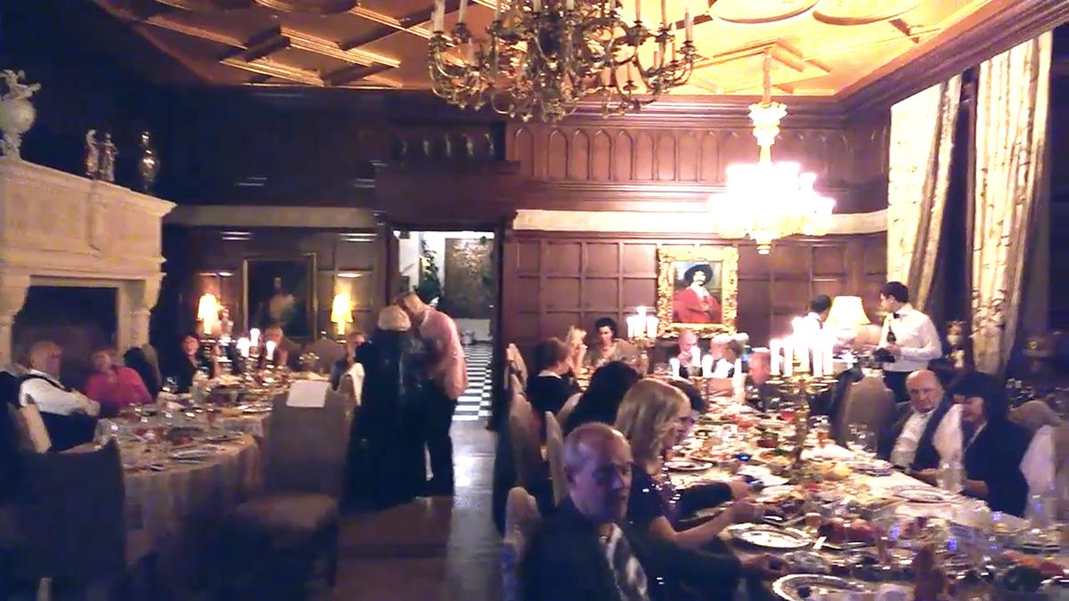 Вечеринки в замке Пугачевой проходят регулярно, но всегда скрыты от посторонних глаз