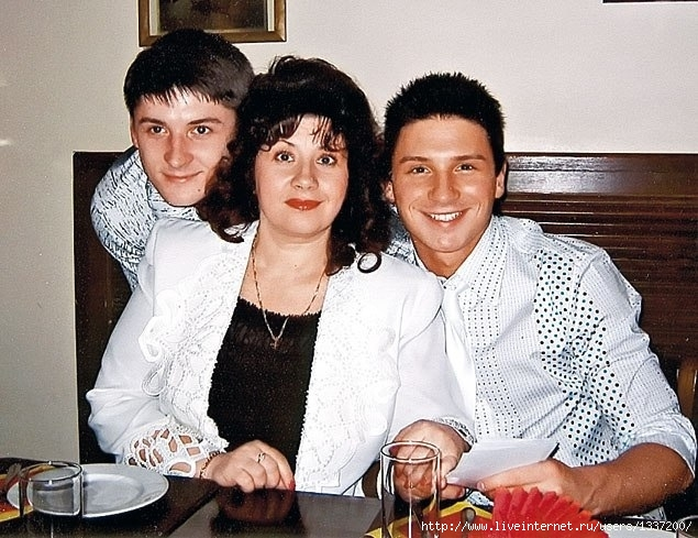Братья Лазаревы с мамой Валентиной Викторовной
