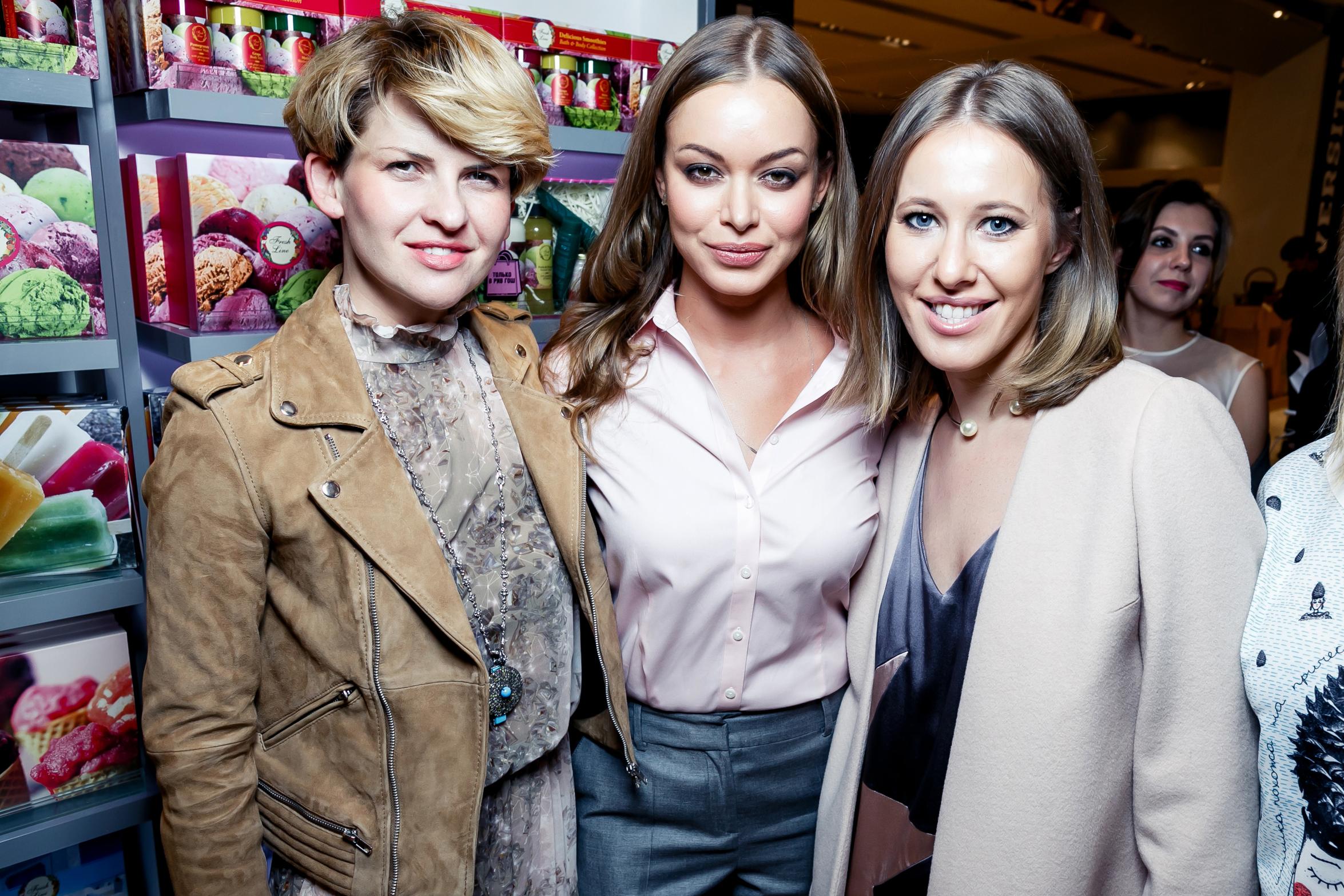 Полина Киценко (Podium), Анастасия Романцова (A La RUSSE) и журналист Ксения Собчак