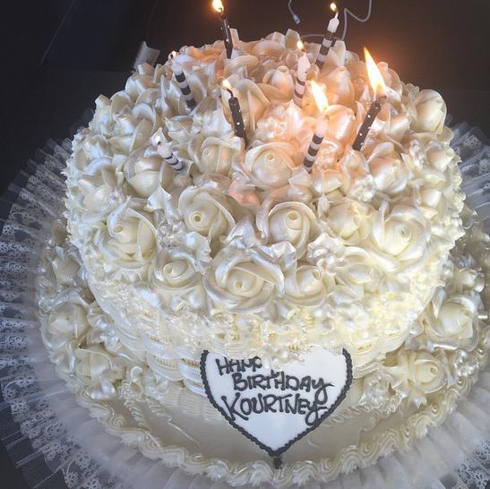 Торт именинницы, подаренный мамой — Крис Дженнер