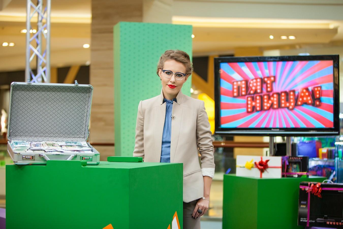 Ксения Собчак ведет шоу «Сделка» на «Пятнице!»