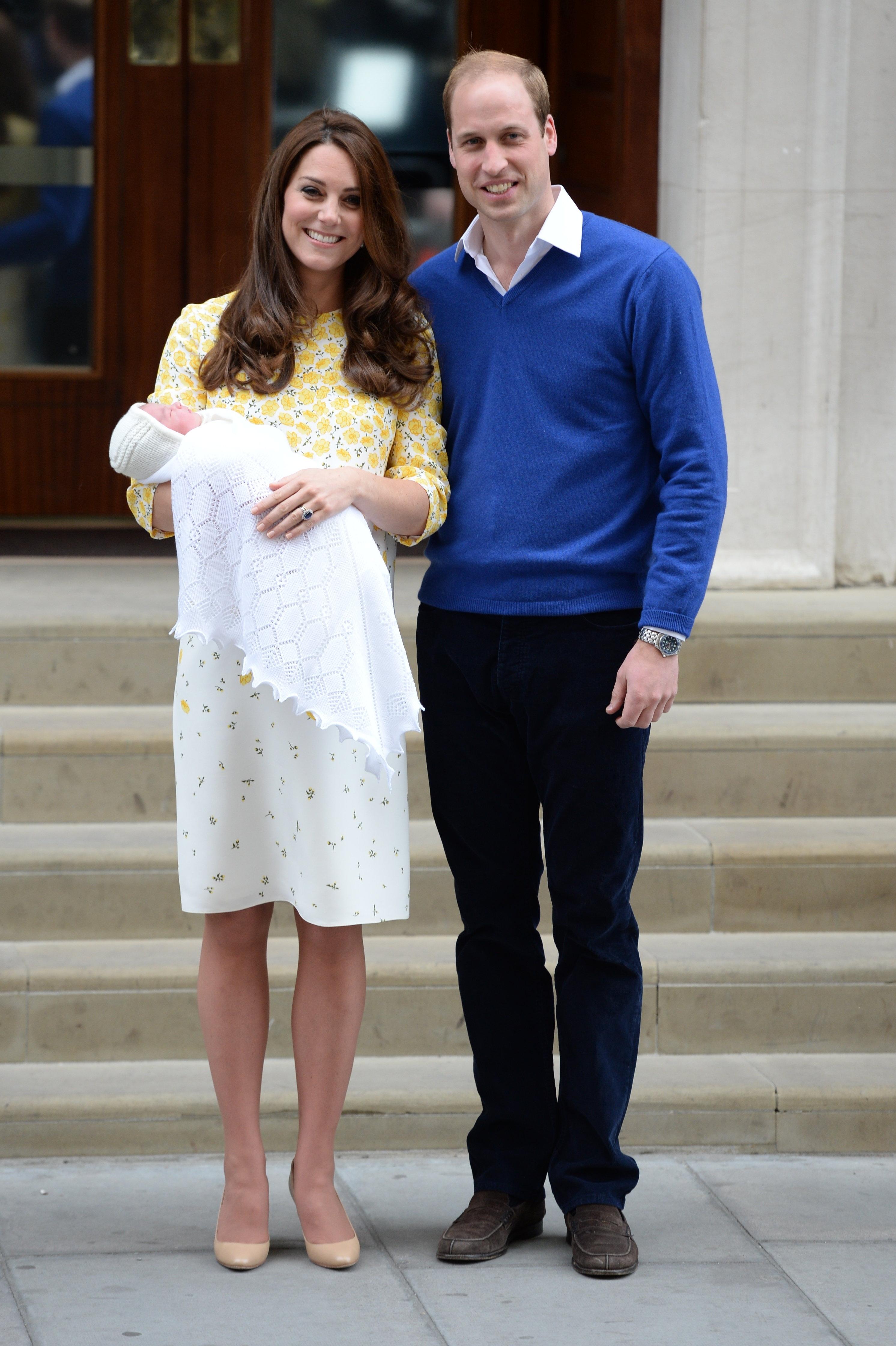 всегда встает герцогиня кембриджская после родов какой