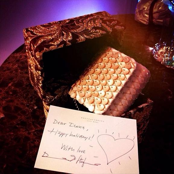 Стефано Габбана лично поздравляет Илону с Новым годом