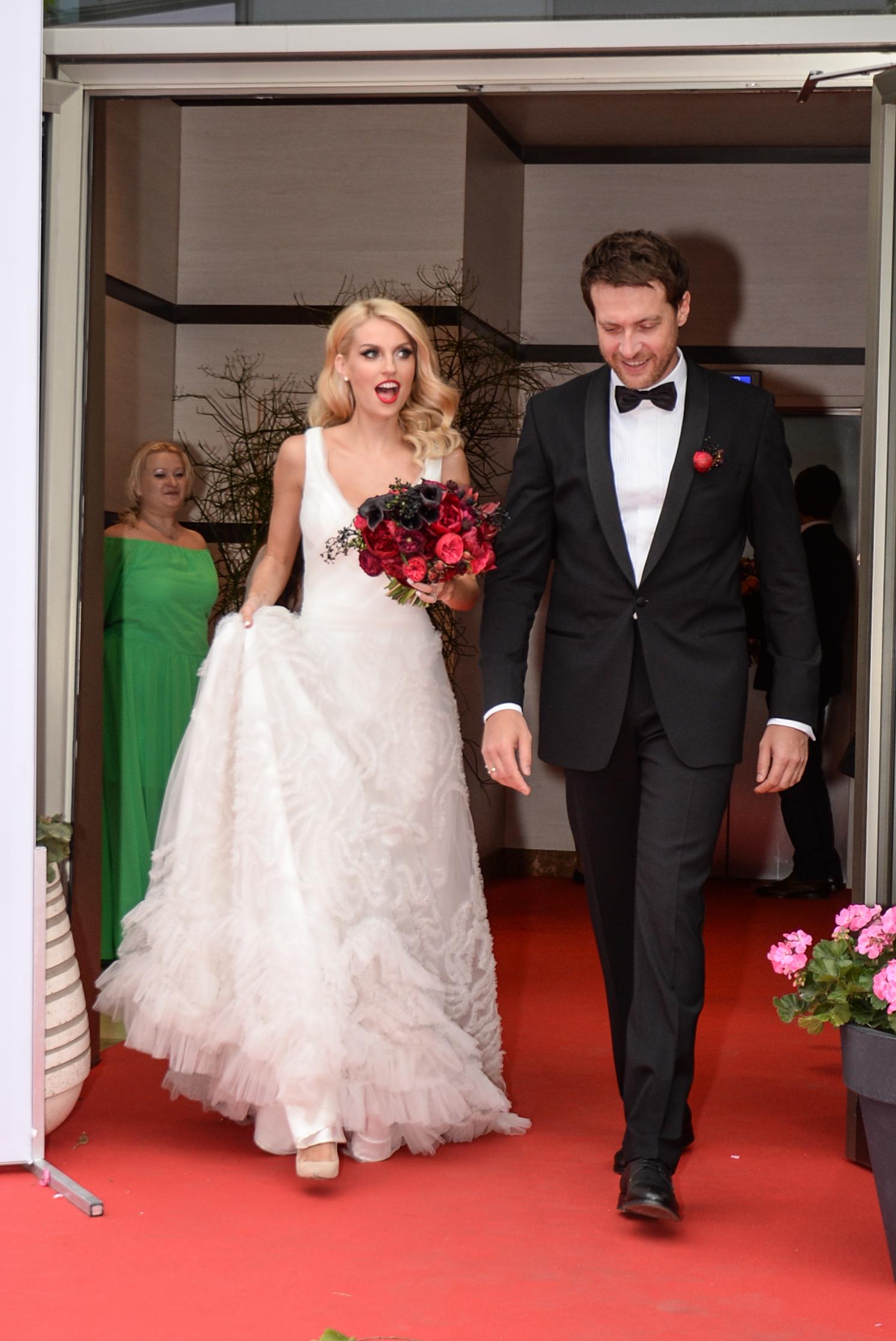 страдает акромегалией муж саши савельевой фото со свадьбы глядь сторону