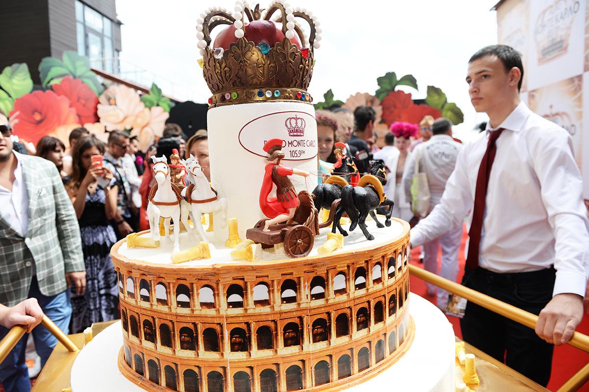 Торт — творение кондитера Рената Агзамова