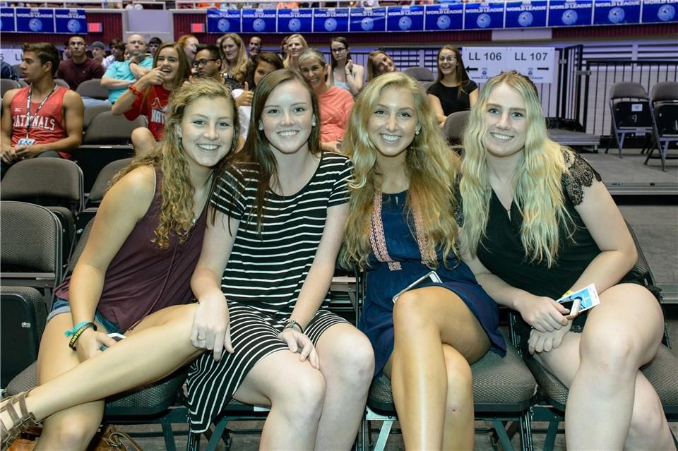 <p>Американские болельщицы на матче волейбольных сборных России и Австралии в Техасе. Фото: &copy; FIVB</p>