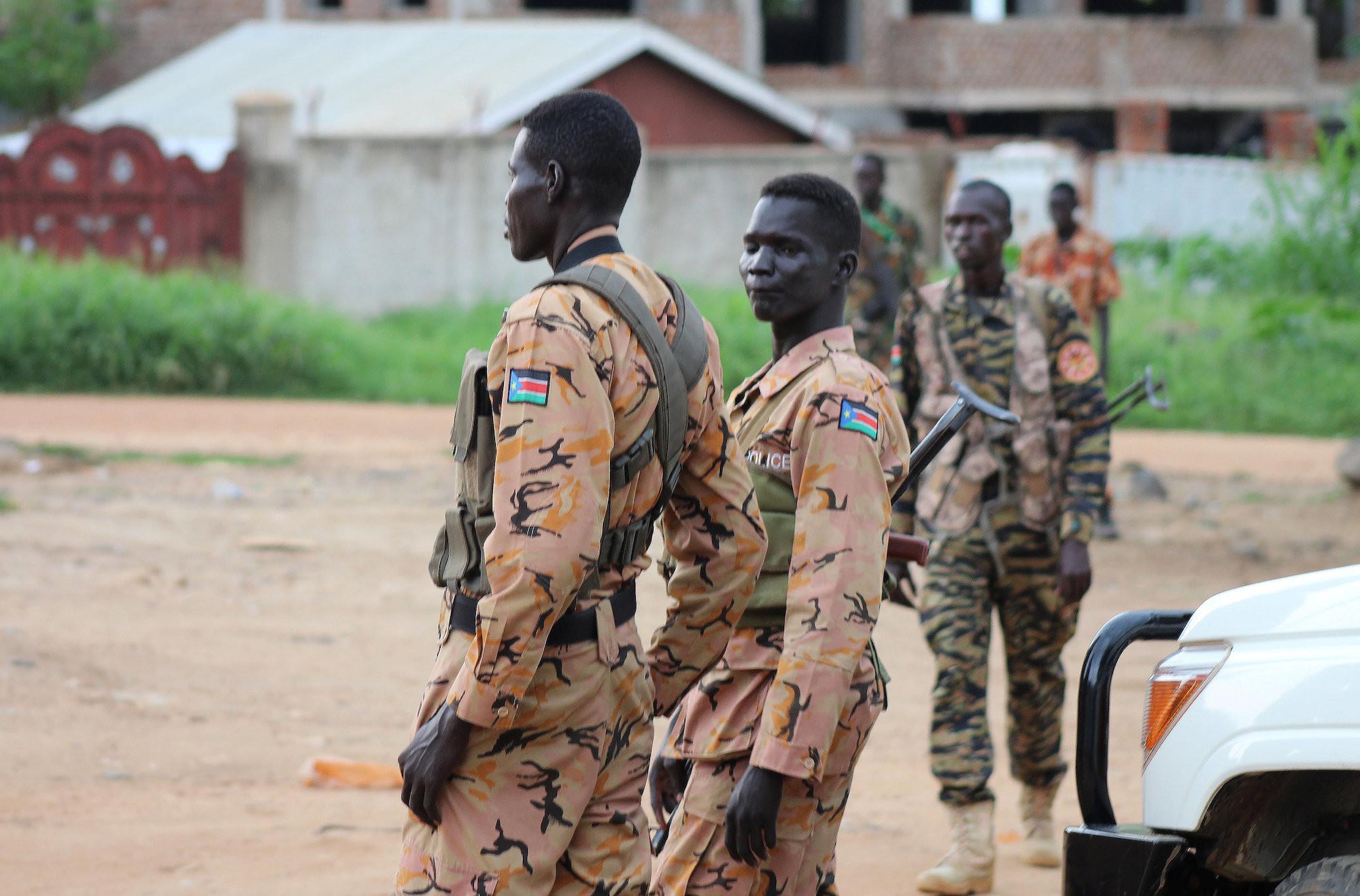 <p>Полиция Южного Судана на улицах Джубы. Фото: &copy;&nbsp;<span>REUTERS/Stringer</span></p>