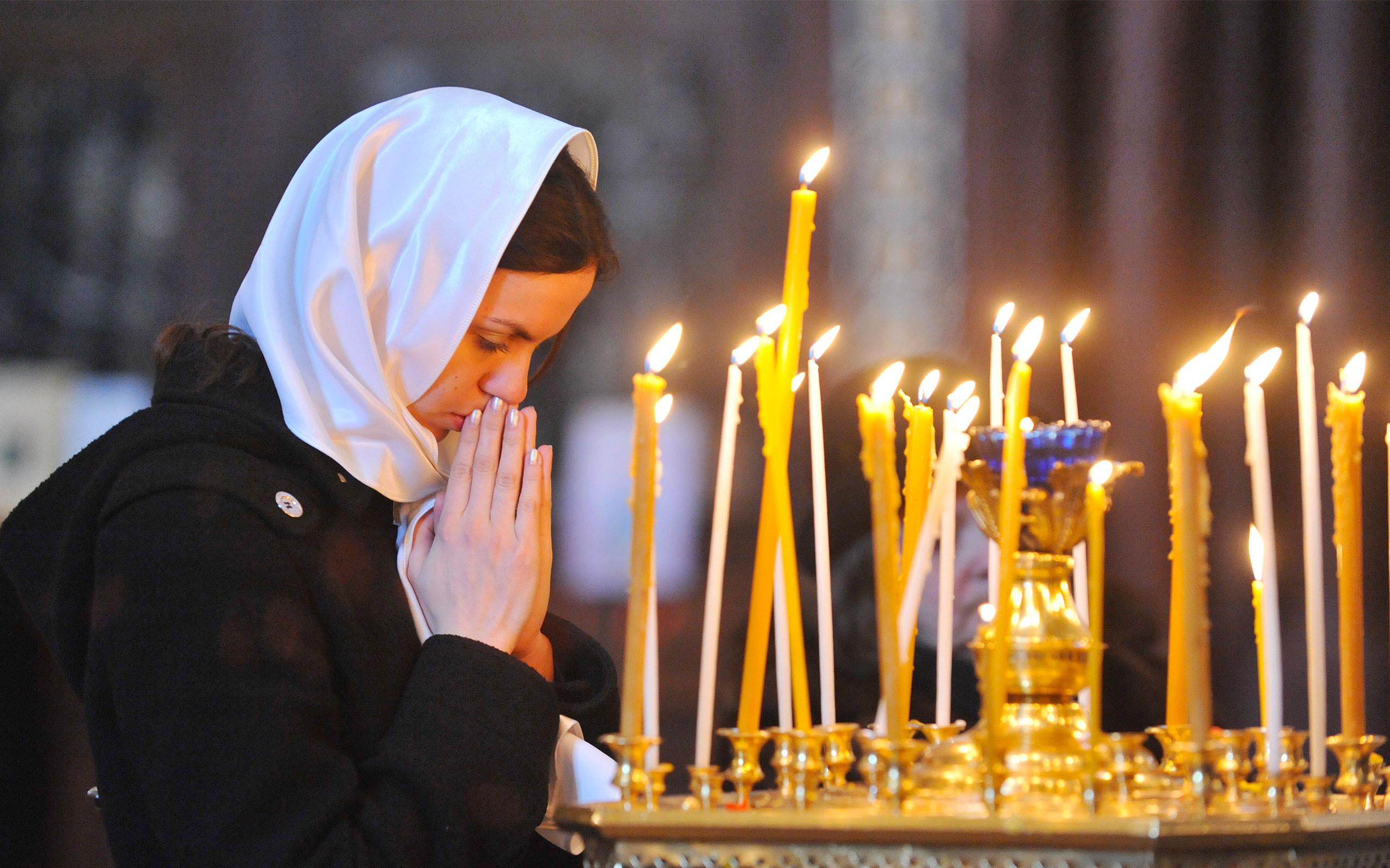 простой картинки как человек молиться или