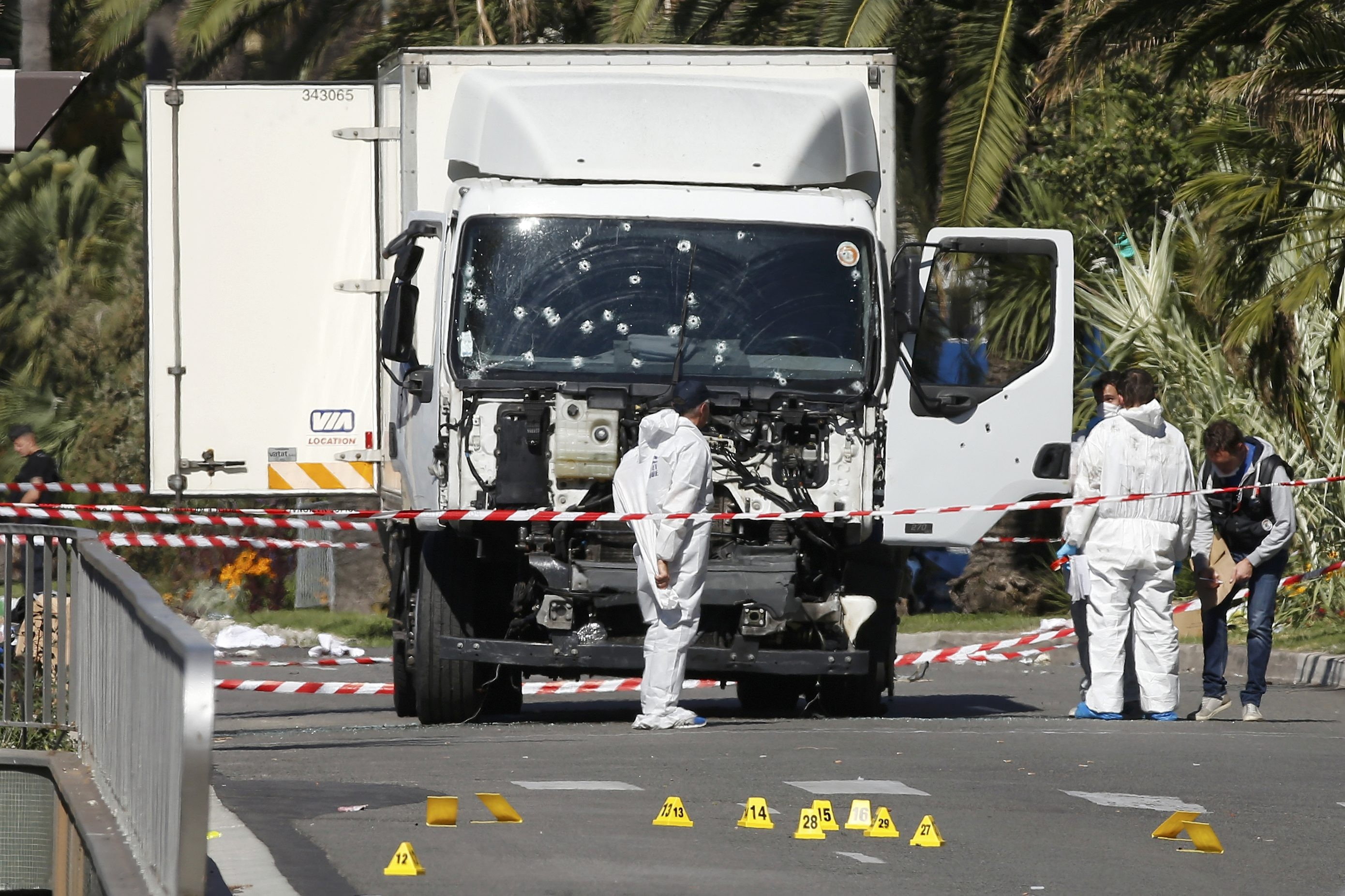 <p>Грузовик, на котором Мохаммед Бухлель совершил акт террора в Ницце. Фото: &copy;&nbsp;<span>REUTERS/Eric Gaillard</span></p>