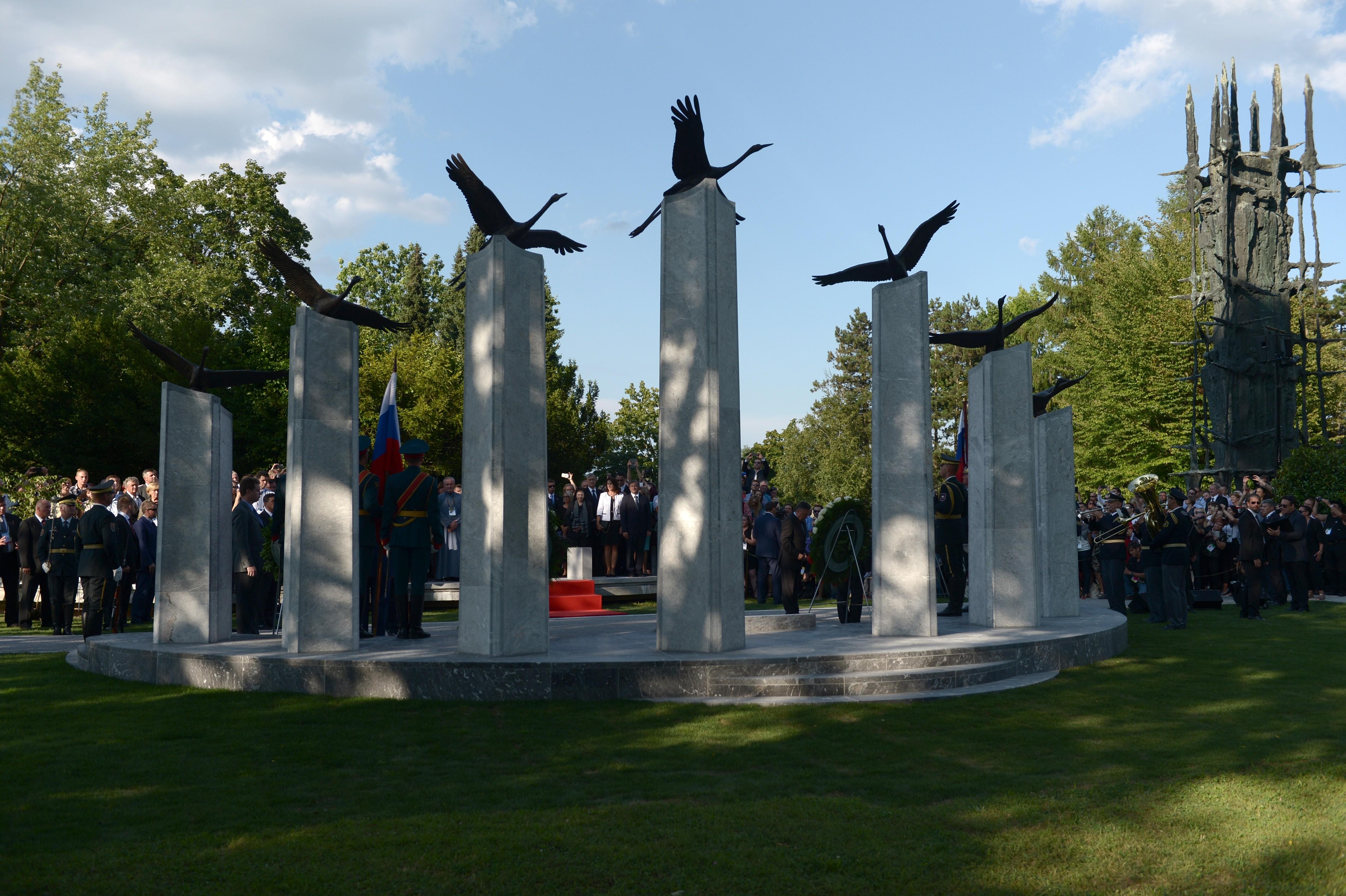памятники павшим воинам вов за рубежом фото сборы